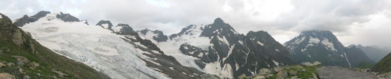 Архыз 2011. Вид от ночевок на мерене ледника Огары на вершины Чучхур - Псыш - Пшиш