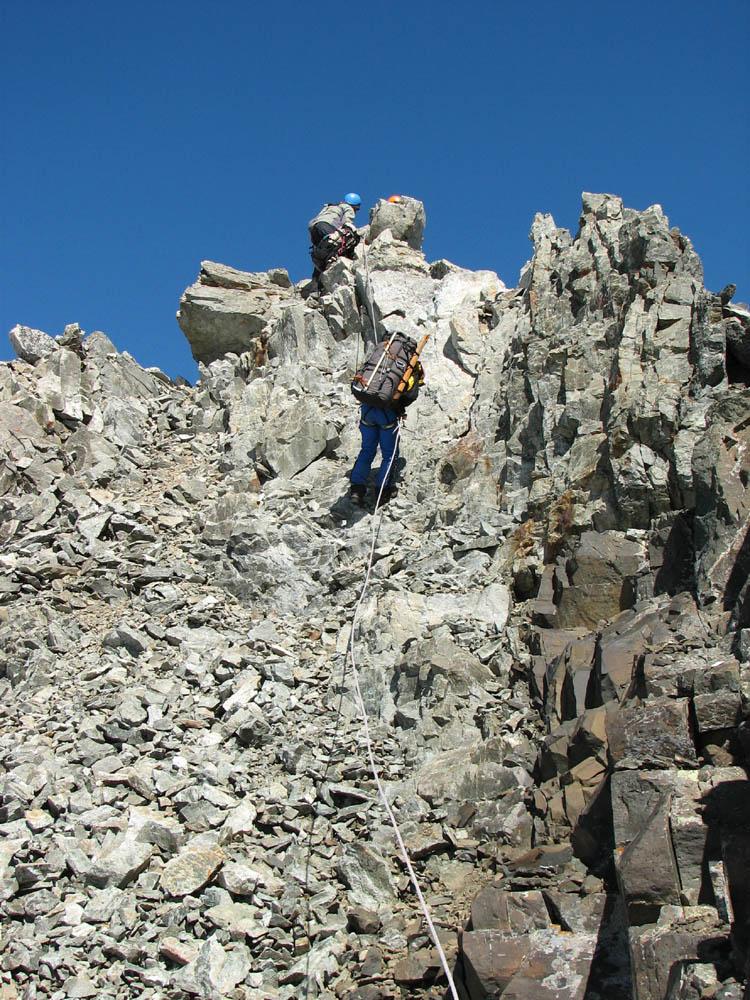 Первая веревка на спуск с вершины пика Кавказа Вост.