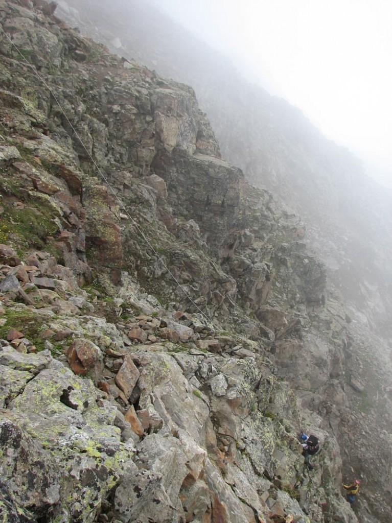 Подъем на перевал Бжедух.  Перила по скалам