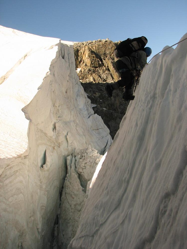 Спуск с плато через Ушбинский ледопад